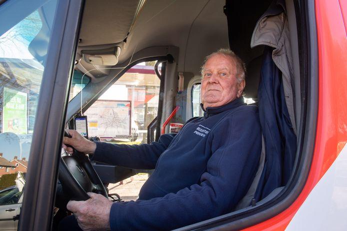 Jack Foesenek, chauffeur van de buurtbus.