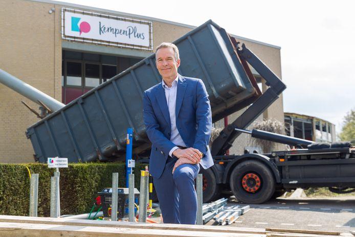 Directeur Francois Baudoin voor het pand van KempenPlus dat momenteel verbouwd wordt.