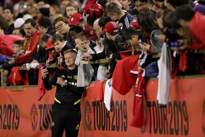 Ole Gunnar Solskjaer met fans van Manchester United in Perth, Australië.