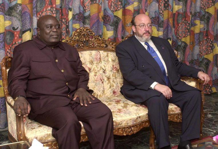 Congolees president Laurent Desire Kabila en Belgische buitenlandminister Louis Michel ontmoeten elkaar in Kinshasa, juni 2000. Beeld BELGA