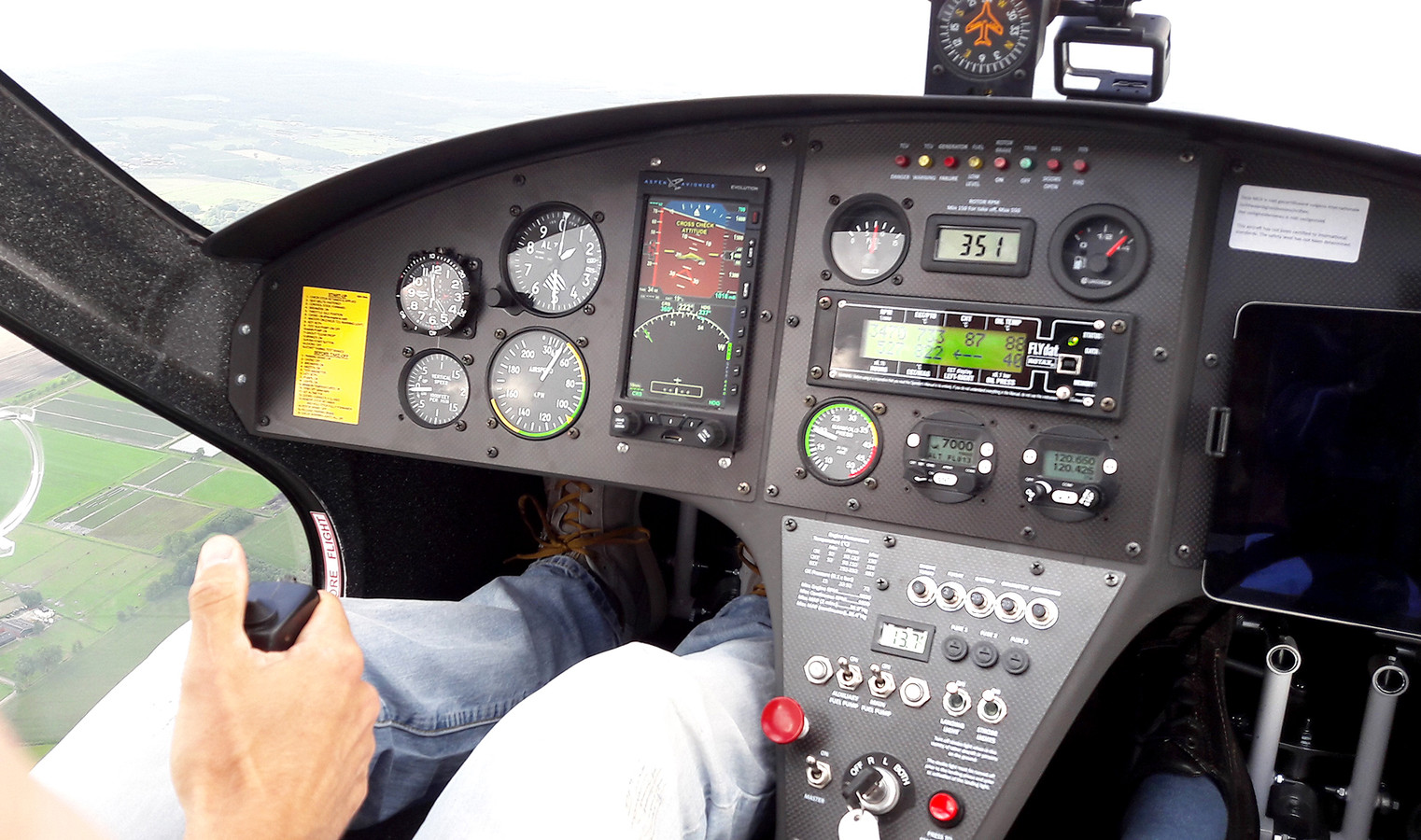 De cockpit van de gyrocopter in de lucht