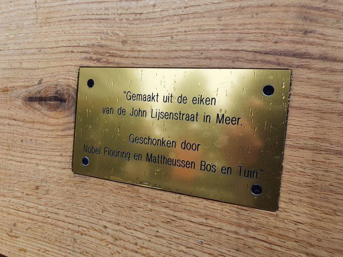 Het recreatiedomein De Mosten mag de blauwe vlag hijsen, heeft unieke zitbanken gekregen én kreeg een spectaculaire waterspeelplaats aan de rand van de zwemvijver.
