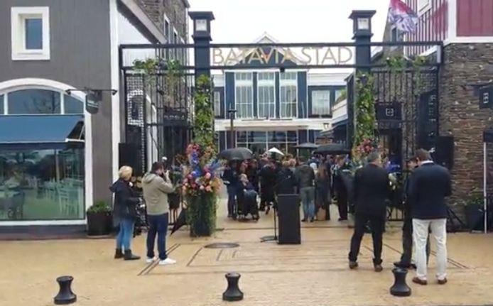 Lucia B. is veroordeeld tot negen maanden cel wegens diefstal van grote partijen kleding uit twee winkels in Bataviastad, het outletcentrum bij Lelystad.