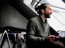 Jorge blijft met pannen protesteren tegen avondklok, maar niet om 22 uur: 'Dan slapen kinderen'