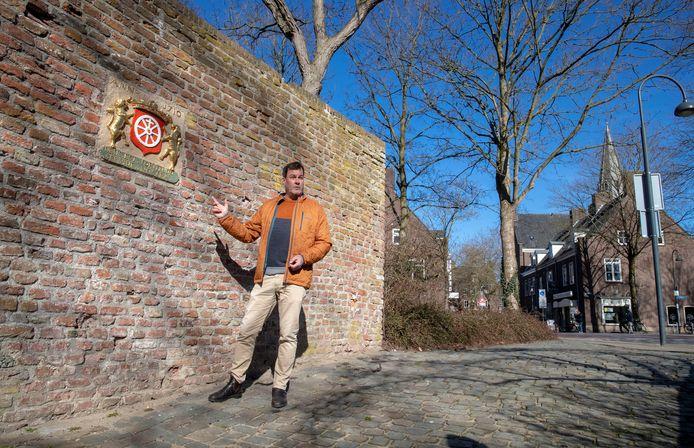 Bart van Aller laat graag zien hoeveel mooie pareltjes er in de binnenstad van Wageningen zijn te vinden.