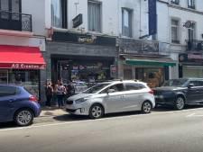 Un voleur menace un marchand de journaux avec un couteau, avant de s'enfuir avec son butin
