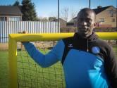 """Jerry Banya Manneh en Eendracht Maasmechelen verzamelen sportmateriaal en kleding voor voetballertjes in Gambia: """"Je krijgt er veel dankbaarheid voor terug"""""""