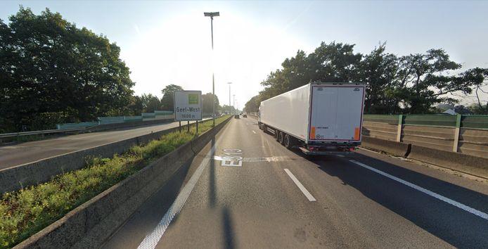 De herstellingswerken vinden plaats ter hoogte van de brug over de Gemeenteweg, dichtbij af- en oprittencomplex Geel-West.