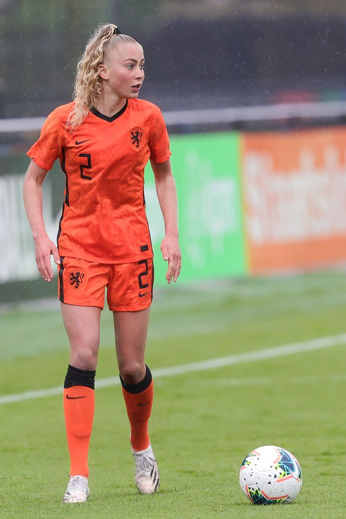 Danique van Ginkel, speelster van Nederland onder 23 jaar, staat vanwege een zware knieblessure voorlopig buiten spel.