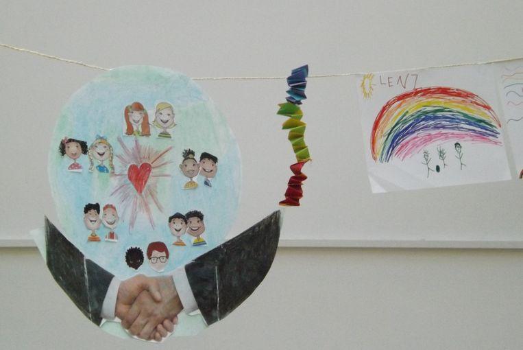De Nielse kinderen van de kleuter- en lagere school maakten 200 kleurrijke tekeningen in het teken van verdraagzaamheid.