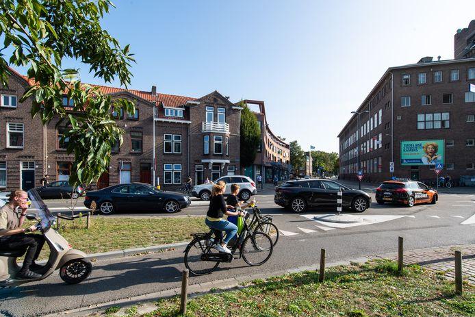 Druk verkeer op de Oude Vest in Breda.