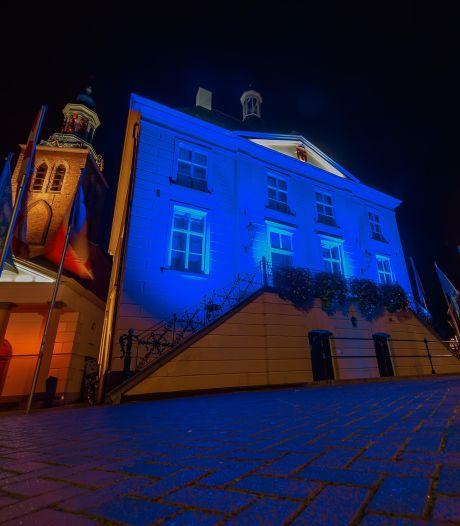 Raadhuis blauw uitgelicht