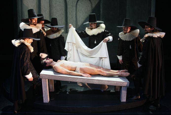 Introdans houdt een jubileumveiling in verband met het vijftigjarig bestaan. Hier: de anatomische les.