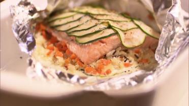 Papillot van zalm met wilde rijst en groenten uit de oven