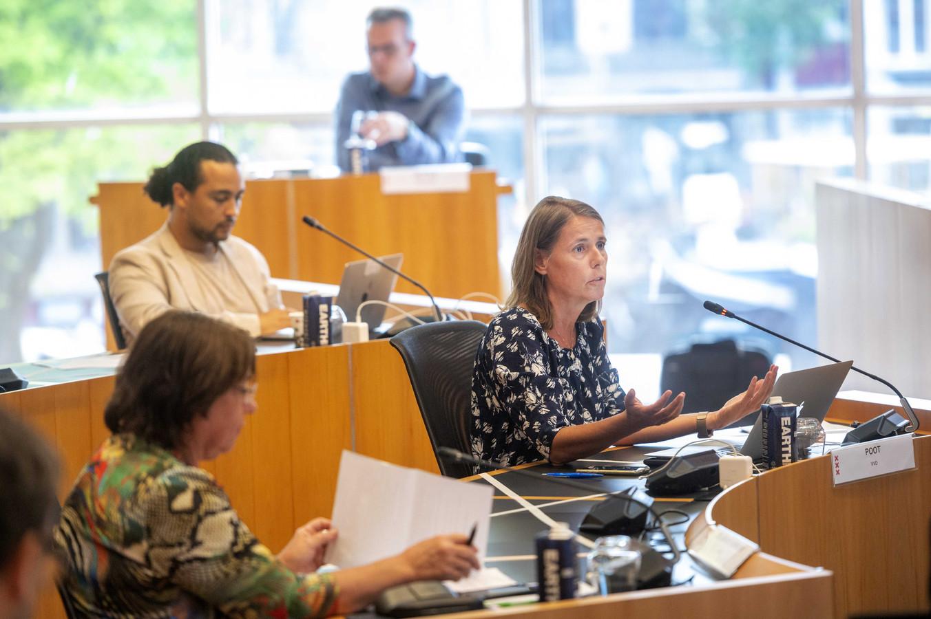 Marianne Poot van de VVD tijdens een debat in de gemeenteraad.