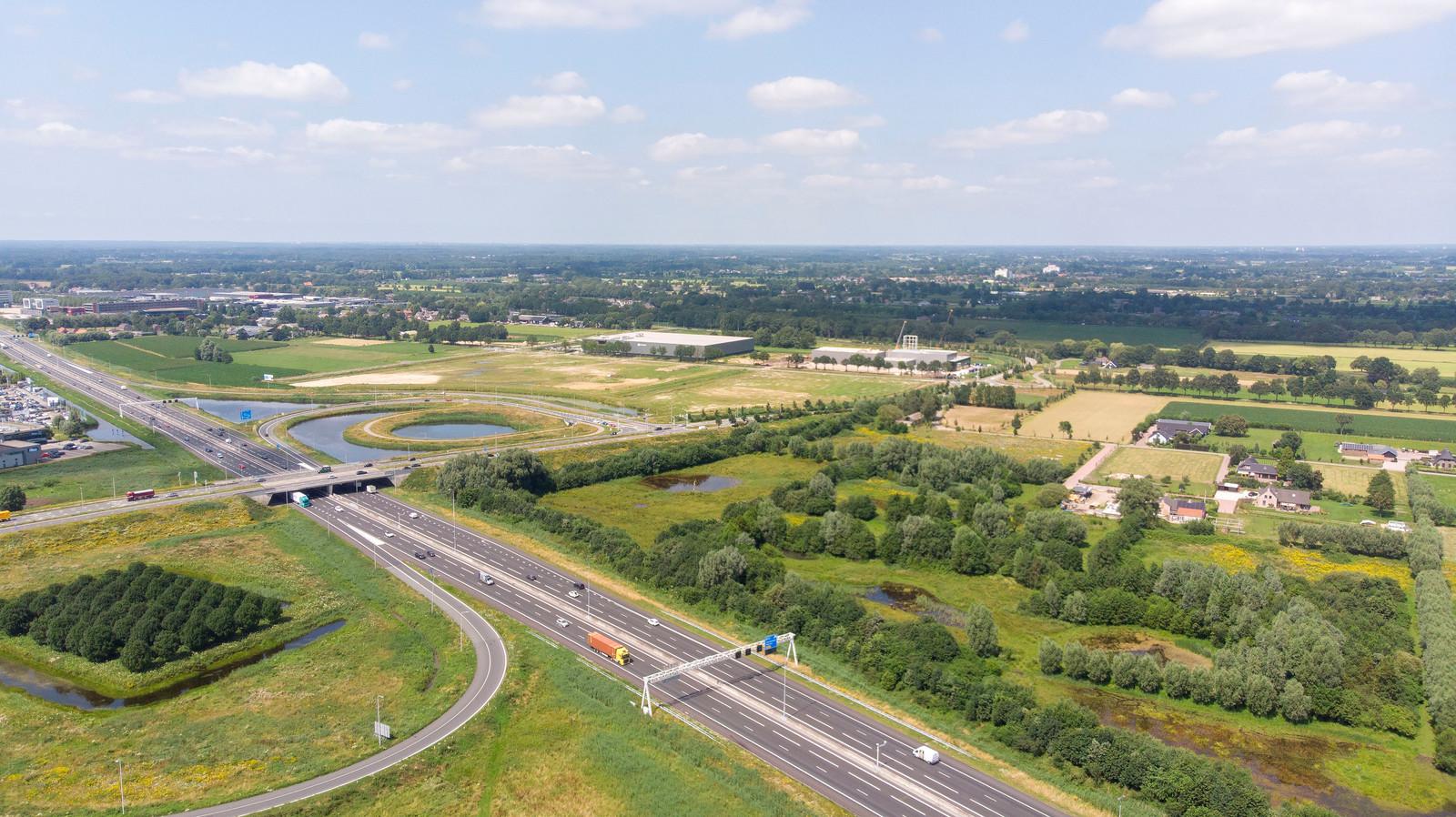 De omgeving van knooppunt Veenendaal-De Klomp is in beeld voor grootschalige woningbouw. De A12-afslag Veenendaal ligt er voor de deur.