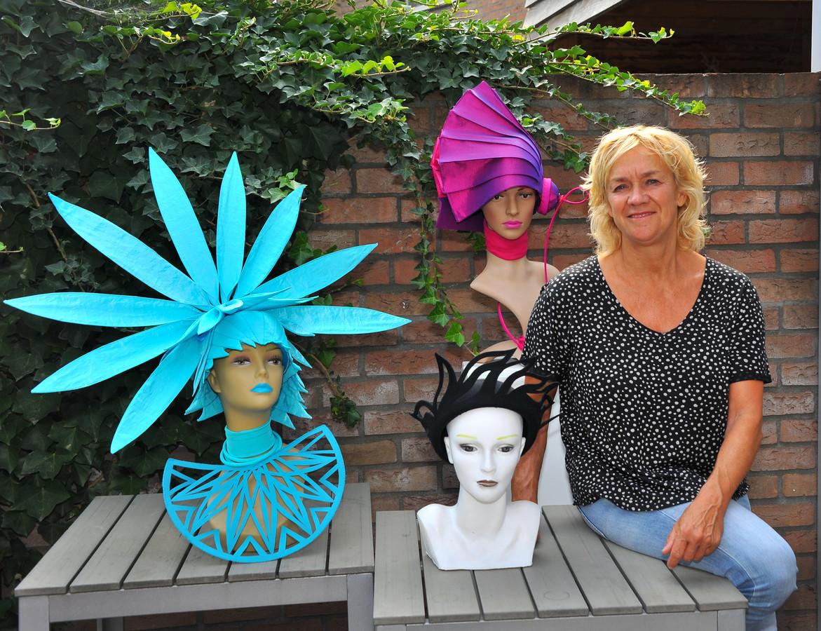 Jacobine Bekkers uit Gemert maakt sinds anderhalf jaar extravagante hoeden.
