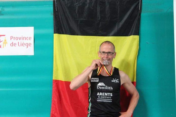 Ninovieter Mario Penne haalt zilver op het Belgisch kampioenschap berglopen.