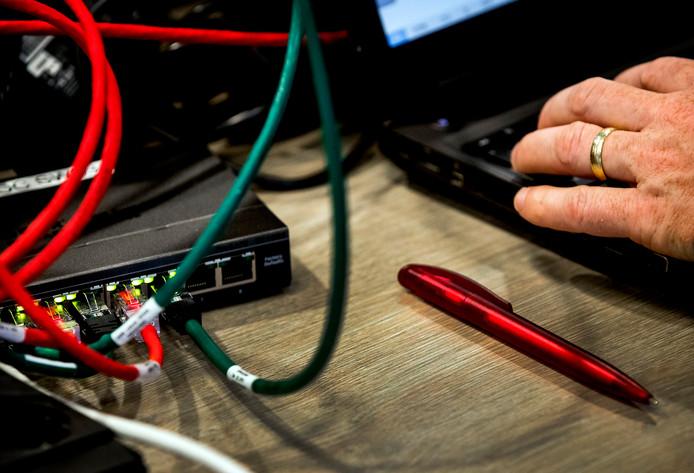 Veel ministeries richten extra werkplekken in en zetten pc's en laptops neer voor ambtenaren nu de toegang tot het interne Citrix-netwerk is afgesloten vanwege een beveiligingslek