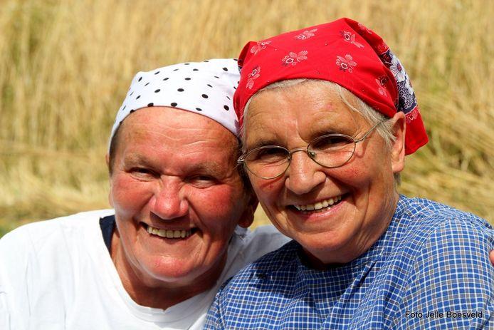 De roggebindsters Dina (69) en Gerritjen (75) vertellen over vrogger