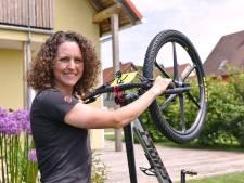 Na 'helse rit' is mountainbikester Anne Terpstra uit Apeldoorn toch maar mooi in Tokio