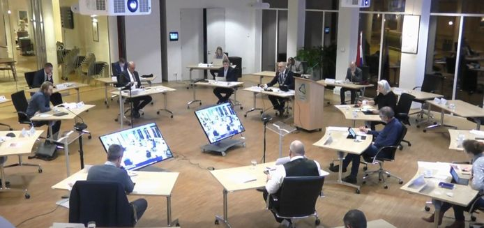 De gemeenteraadsvergadering van 15 december 2020 in Almkerk (screenshot).