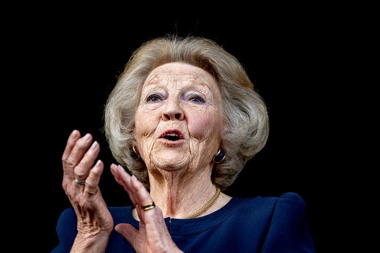 Prinses Beatrix applaudisseert voor de paarden en ruiters. Beeld Hollandse Hoogte/ANP