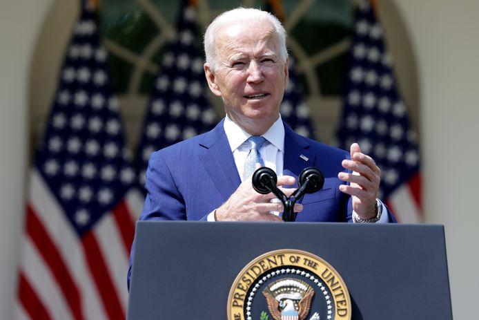 President Joe Biden lichtte voor het Witte Huis de maatregelen toe.