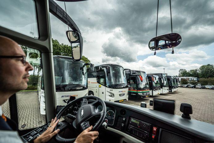 De meeste bussen staan geparkeerd in Herveld. Foto: Rolf Hensel.