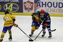 De ijshockeyers van Nijmegen Devils tijdens het duel met Tilburg Trappers. Archiefbeeld.