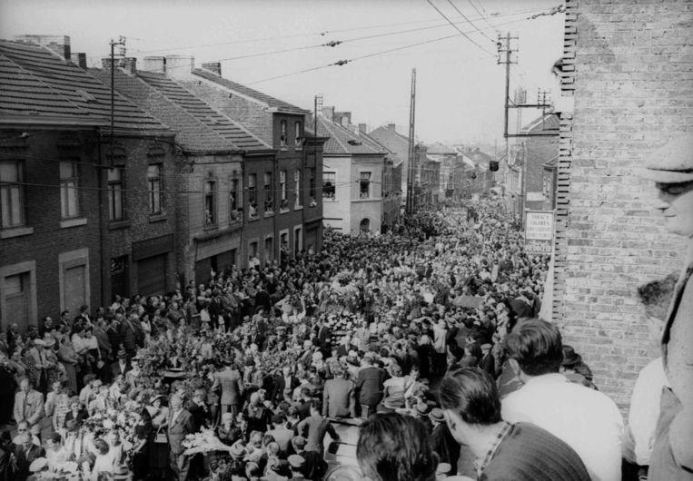 Tijdens de begrafenis van Lahaut stapte een stoet van 150.000 mensen door de straten van Seraing, 10 keer zoveel als bij Luc De Vos Beeld imageglobe