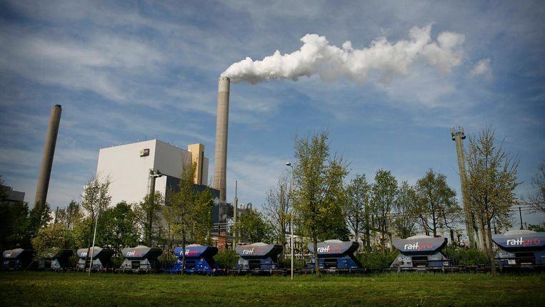 De schoorsteen van de Hemwegcentrale is in bijna heel Amsterdam te zien Beeld Floris Lok