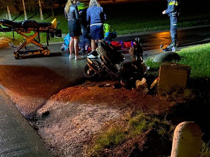 Bij een ongeval op de Stenenkamerseweg in Putten is een scooterrijder gewond geraakt.