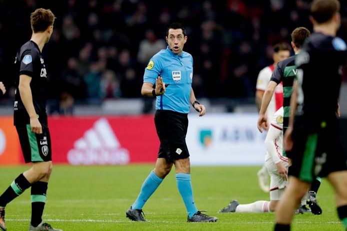Dennis Higler is zaterdag de scheidsrechter bij FC Twente - FC Groningen.