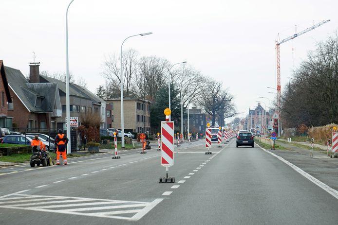 De werken aan de N70 zijn begonnen. Het verkeer kan sinds maandagochtend enkel nog richting Beveren rijden.