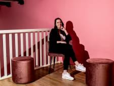 Romy (27) schildert Deventer pand compleet roze voor haar eigen 'instagrammable' horecatent