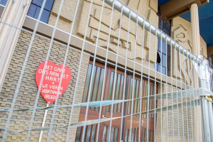 De Sonse kerk blijft vooralsnog door aanwezig asbest en vallend puin gesloten.