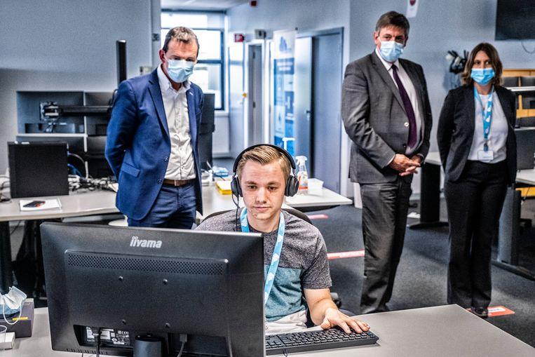 Beke en Jambon bij de Vlaamse contacttracers – nog zo'n fel bekritiseerd beleidspunt. Beeld Tim Dirven