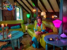 Marijke woont in huis vol kleuren: 'Het geeft warmte, je wordt er vrolijk van'