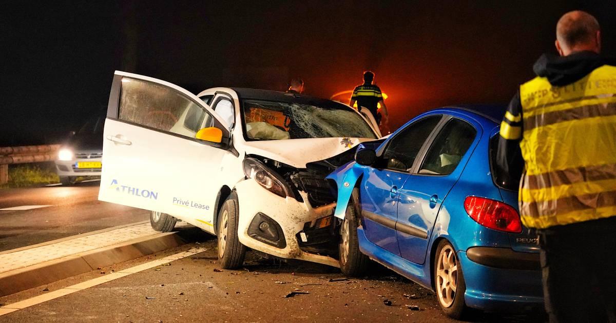 Twee gewonden bij frontale botsing in Rijen.