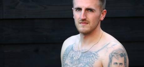 Jordi Mosmans laat al zijn tatoeages in Engeland zetten: 'Ik heb vier generaties op mijn arm staan'