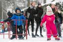 Schaatsen door de jeugd op Sportpark Hartenstein in Oosterbeek.