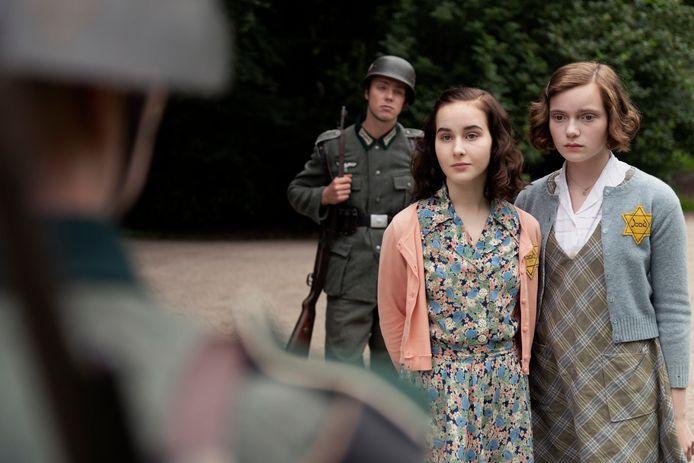Aiko (links) en Josephine in de film.