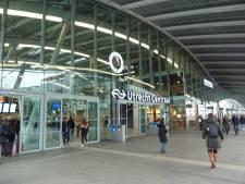 'Wartaal brabbelend' tweetal valt reizigers lastig en wordt uit station Utrecht gezet