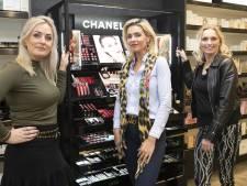 Nicole uit Wierden ontroerd door steun na ramkraak: 'Klanten brachten chocolade en bloemen'