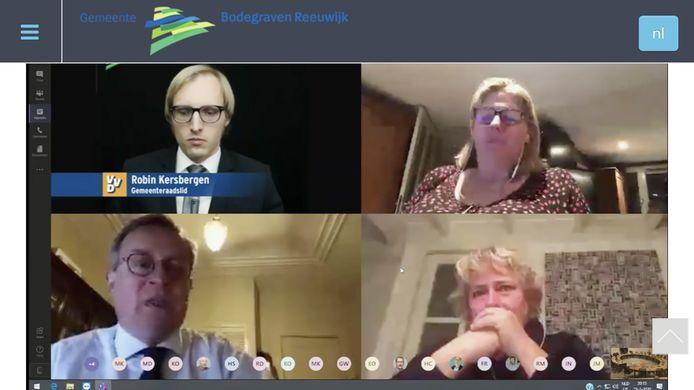Raadsleden en wethouders bellen vanuit huis in voor de raadsvergadering van de gemeente Bodegraven en Reeuwijk.