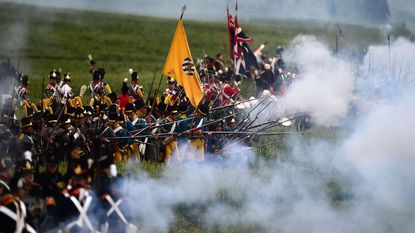 Zesduizend re-enactors doen slag bij Waterloo over