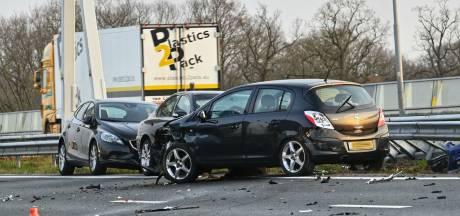Ongeluk met meerdere voertuigen op A16 bij Breda