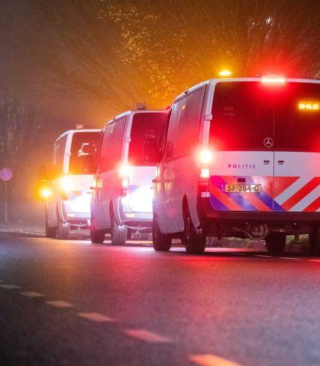 Vuurwerk naar politie gegooid in Coevorden, ME grijpt in: 'Dit is levensgevaarlijk'