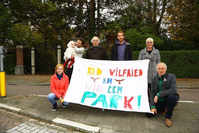 Een beeld uit 2016: de actiegroep Red Wilfried voor het parkdomein in de Weststraat.